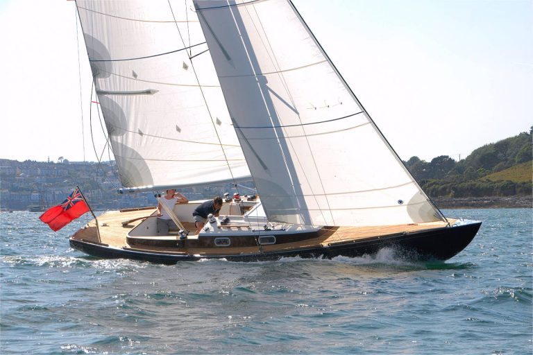 We offer a carbon mast as a performance upgrade for the Rustler 33